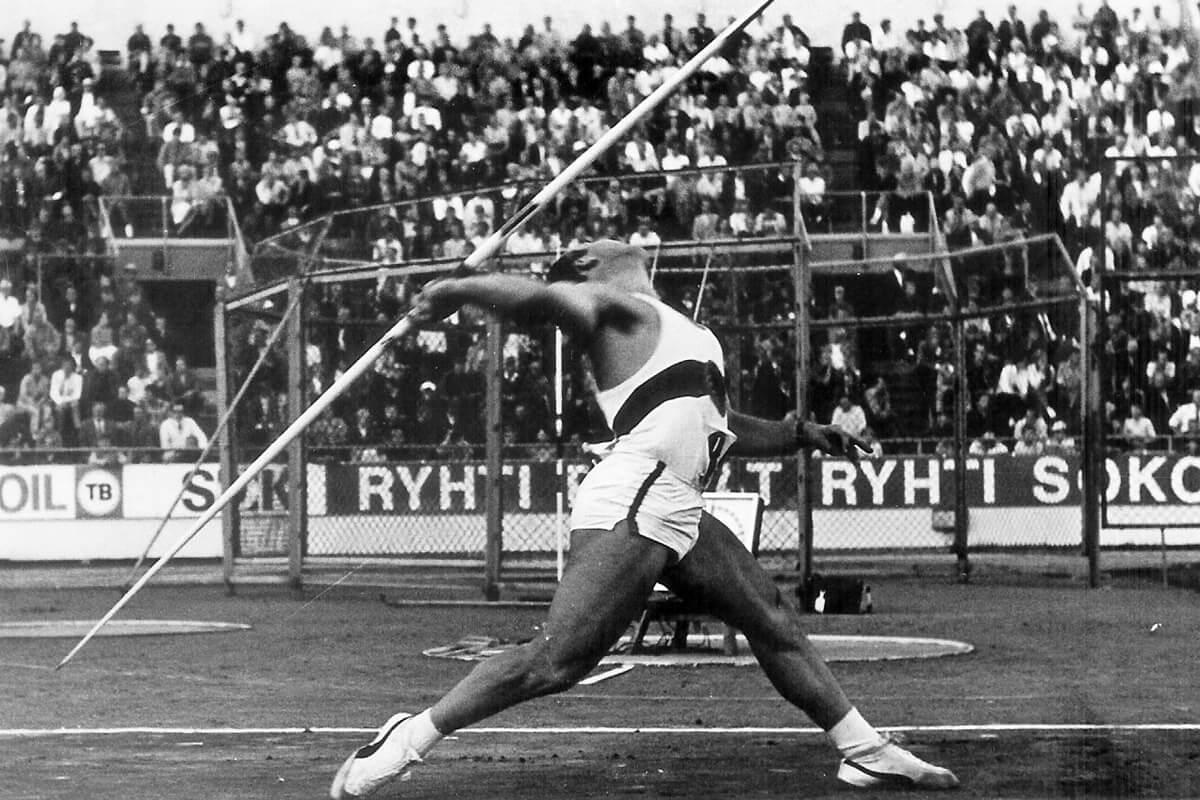 Javelin throw game History