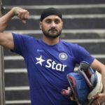 Harbhajan Singh Loses His Bat While Travelling