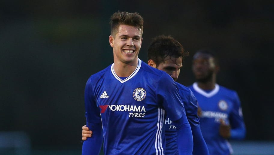 Midfielder Marko Van Ginkel signs one-year deal with Chelsea